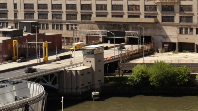 interstate freeway traffic going directly through adandoned building. old post office chicago. - spoonfilm stock-videos und b-roll-filmmaterial