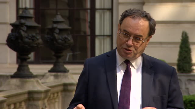 interview andrew bailey governor bank of england about the economy contracting during coronavirus lockdown the government and bank of england have... - バンク オブ イングランド点の映像素材/bロール