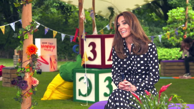 """interview catherine duchess of cambridge, about bbc's """"tiny happy people"""" initiative, about parents needing support during the early years - インタビュー素材点の映像素材/bロール"""