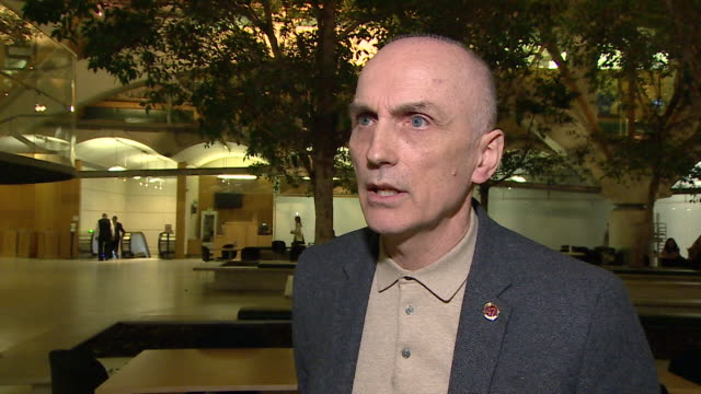 interview chris williamson suspended from labour party over antisemitism remarks maybe i could have chosen my words diffently i am a dedicated anti... - parlamentsmitglied stock-videos und b-roll-filmmaterial