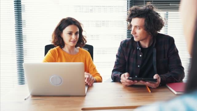 vídeos de stock e filmes b-roll de interview for a potential employee. - empregado