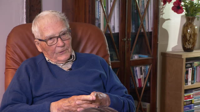 interview james lovelock scientist about not being convinced about the use of renewable energy to achieve net zero emissions - green stock videos & royalty-free footage