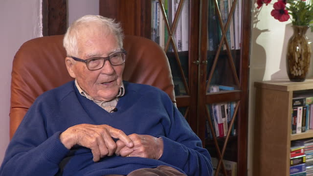 interview james lovelock scientist how author william golding helped him name the gaia hypothesis - one man only stock videos & royalty-free footage