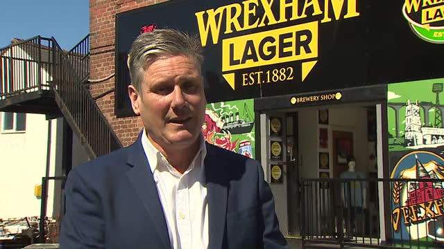 interview kier starmer, labour leader, about text messages between boris johnson pm and james dyson, regarding tax issues over the making of... - text messaging stock videos & royalty-free footage