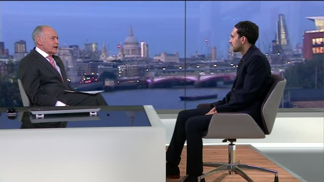 vídeos de stock e filmes b-roll de interview magician and illusionist dynamo; gir: int dynamo studio interview continued sot - picked best landmarks in london - on wanting to inspire... - alastair stewart
