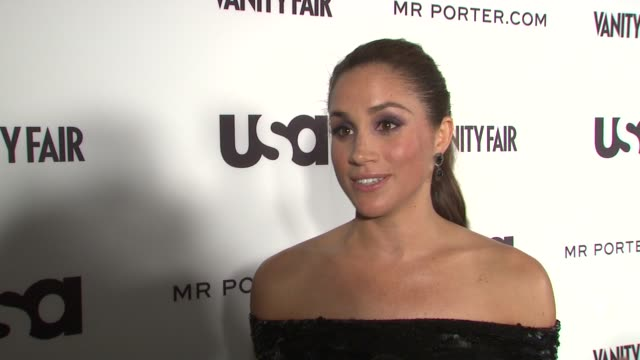 vídeos y material grabado en eventos de stock de meghan markle reminds us that her character rachel zane ended season 1 of suits confessing her love to mike ross and teases what to expect for season... - 2012