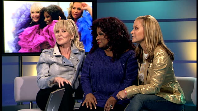 interview singers lulu chaka khan and anastacia london gir int lulu chaka khan and anastacia interview continued sot lulu explaining the rehearsal... - ニナ・ホサイン点の映像素材/bロール