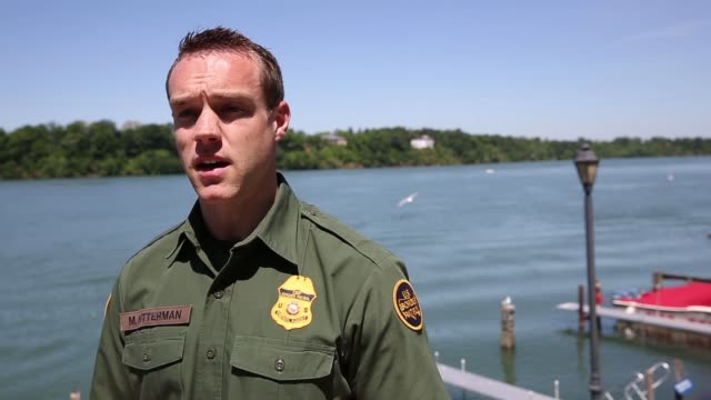 interview us border patrol matthew bitterman interview on the shore of the niagara river about the uscanada border security situation border patrol... - fluss niagara river stock-videos und b-roll-filmmaterial