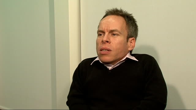 interview warwick davis on new video game 'star wars: the old republic'; warwick davis sot - on reactions from viewers thinking the warwick davis in... - モンティ・パイソン点の映像素材/bロール