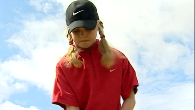 vidéos et rushes de interview with 17-year-old golfer charley hull ahead of women's british open; t02080639 / tx 2.8.2006 lancashire: lytham-st-anne's: hull taking shot... - lancashire