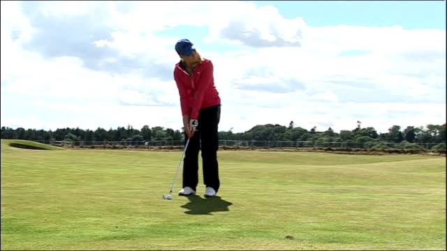 stockvideo's en b-roll-footage met interview with 17-year-old golfer charley hull ahead of women's british open; scotland: fife: st andrews: david hull set-up shot with reporter /... - atlete