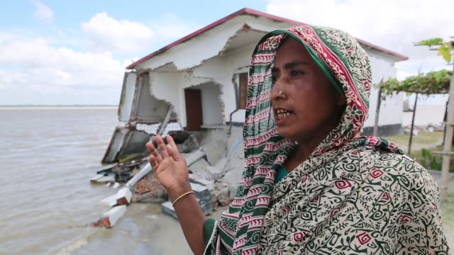 interview with a victim of river erosion in bangladesh on september 17 2019 bangladesh is experiencing unprecedented levels of soil erosion that has... - 浸食された点の映像素材/bロール