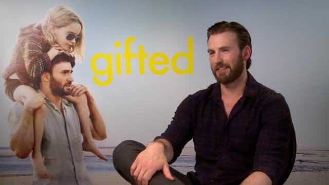 vídeos de stock, filmes e b-roll de interview with actor chris evans star of new film gifted about his role reading on cbeebies' bedtime stories - ator