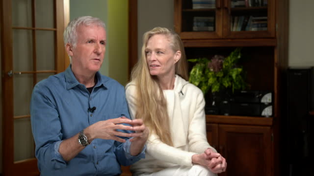 vídeos de stock e filmes b-roll de interview with american film director james cameron regarding the health benefits of a meat free diet - vista geral