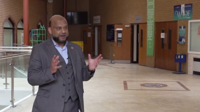 interview with asad jaman - head of assets and facilities for the east london mosque and london muslim centre. he talks about a temporary covid-19... - mosque stock videos & royalty-free footage