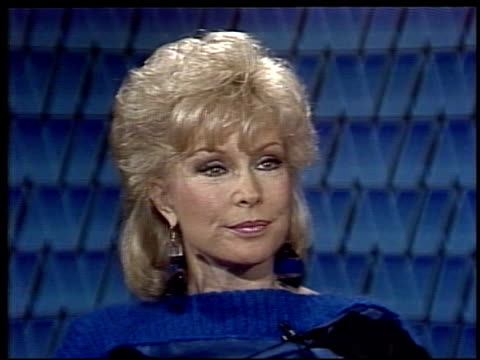 stockvideo's en b-roll-footage met interview with barbara eden, the actress talks about her association with i dream of jeannie and a possible remake of the sitcom. barbara eden on her... - soapserie