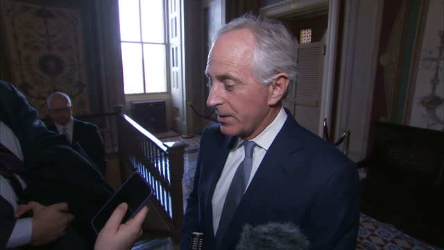 interview with bob corker senator after his meeting with boris johnson including commenting on rex tillerson and donald trump's views on russia and... - membro del congresso video stock e b–roll