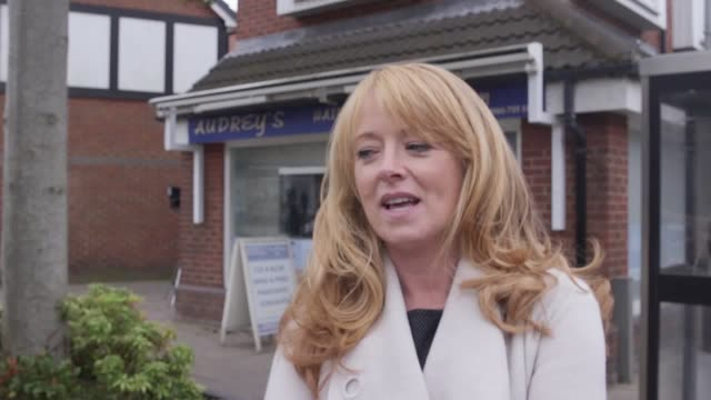 interview with coronation st actress sally ann matthews she says that jenny's wedding to jonny wouldn't be a coronation st wedding if it didn't go... - ソープオペラ点の映像素材/bロール