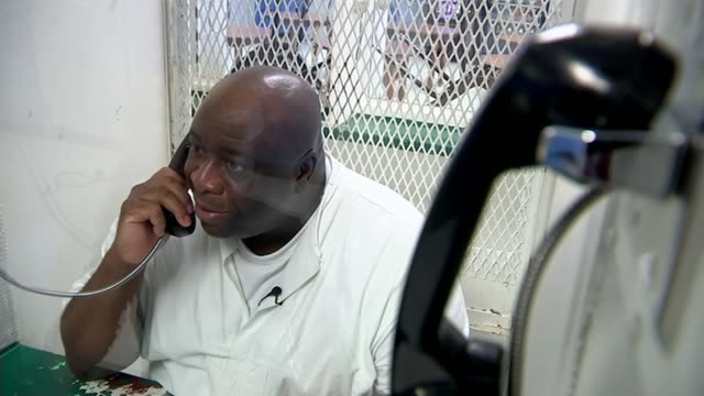 interview with death row inmate gregory russeau smith county jail int reporter talking to russeau by phone link in visitor's room q the district... - kettenglied stock-videos und b-roll-filmmaterial