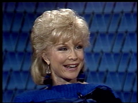 "stockvideo's en b-roll-footage met interview with "" i dream of jeannie "" actress barbara eden. barbara eden promotes women of the year musical on april 17, 1984 in new york, new york - soapserie"