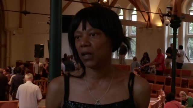 vidéos et rushes de interview with jacqui haynes, community volunteer working with resident of grenfell tower speaks after a tense public meeting. last week, grenfell... - after work