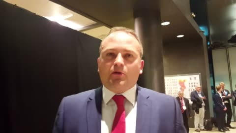 """interview with labour's neil coyle, who says he is """"quite positive"""" about retaining his seat as mp for bermondsey and old southwark against lib dem... - neil simon bildbanksvideor och videomaterial från bakom kulisserna"""