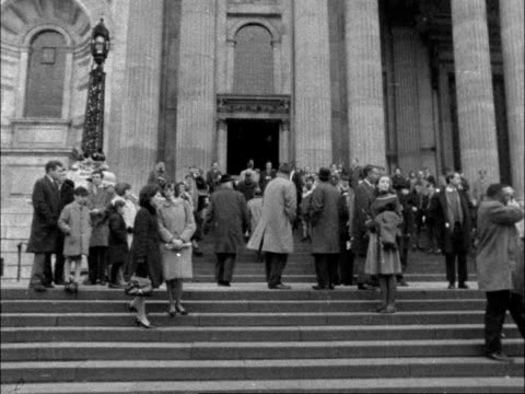 stockvideo's en b-roll-footage met interview with martin luther king jr; england: london: st paul's cathedral:extgv crowd on steps of st paul'sms martin luther king in with canon... - itv evening bulletin
