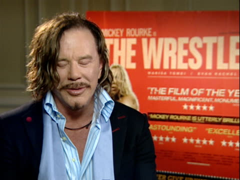 vídeos y material grabado en eventos de stock de interview with mickey rourke mickey rourke interview sot on aranofsky making him watch hundreds of hours of wrestling footage / on his alleged oscar... - sean penn