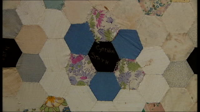 vídeos de stock e filmes b-roll de interview with one of the creators of the changi quilts henderson looking at quilt on display / close ups of changi quilt showing various names / gvs... - edredão
