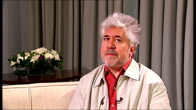 stockvideo's en b-roll-footage met london int pedro almodovar interview sot on the inception of his new movie broken embraces / reality always gives me the first line but i have to... - first line of defense filmtitel