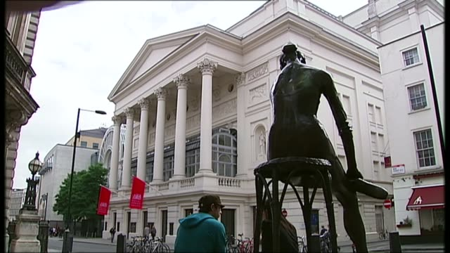 interview with playwright neil labute r15091004 / 1592010 covent garden ext general view of the royal opera house building with statue 'the young... - scriptwriter stock videos & royalty-free footage