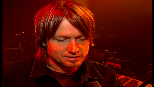 vidéos et rushes de interview with singer keith urban; keith urban interview sot - talks about influence of nicole kidman on his songwriting / she has been my rock and... - rock moderne