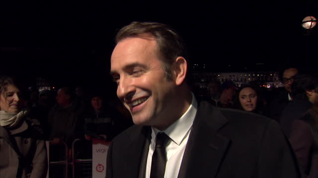 "vídeos de stock, filmes e b-roll de interview with 'the artist' actor jean dujardin at the 2012 london film critics circle awards, ""...i'm happy, i'm proud, for michel, for the artist,... - jean dujardin"