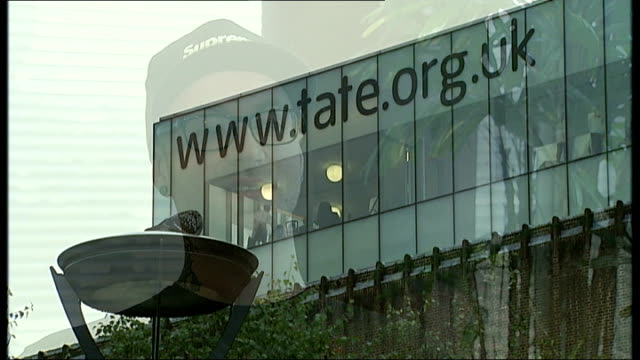 interview with the man who vandalised rothko artwork; t24090856 / exterior of tate modern showing web address 'www.tate.org.uk' on building with... - www stock-videos und b-roll-filmmaterial