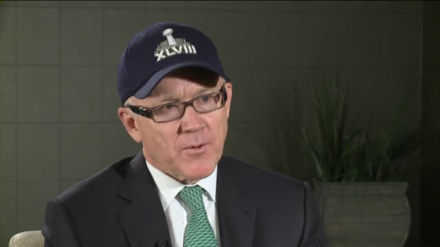 interview with woody johnson, owner of the new york jets on in new york city. - クオーターバック点の映像素材/bロール