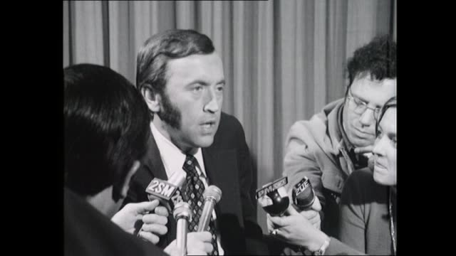 interviewer david frost press conference at airport - sitting on lounge surrounded by journalists - takes questions - see 2sm and 2ue radio mics -... - david frost broadcaster stock videos & royalty-free footage