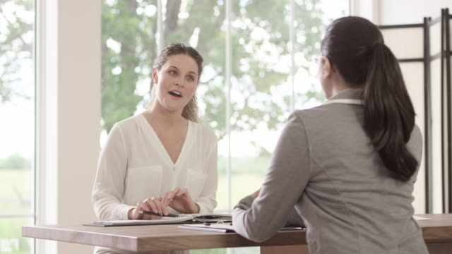 vidéos et rushes de entrevue de travail à une nouvelle entreprise - recrue
