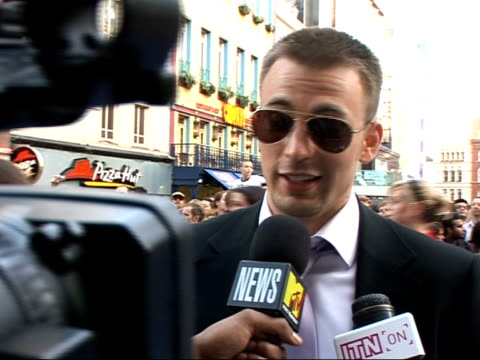 interviews and photocalls on red carpet at 'fantastic four rise of the silver surfer' film premiere chris evans interviewed by mtv sot on the silver... - spandex stock videos & royalty-free footage