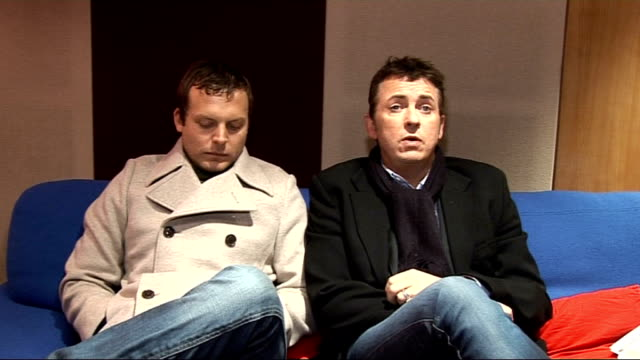 interviews with actors shane richie and lex shrapnel and musicians kevin sherry and colin mcardle shane richie and lex shrapnel interview sot more on... - reality fernsehen stock-videos und b-roll-filmmaterial