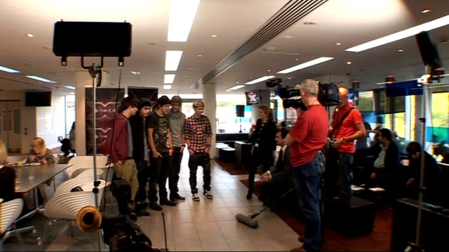 stockvideo's en b-roll-footage met interviews with xfactor contestants england london int gvs 1 direction posing for photocall / rebecca ferguson katie waissel and cher lloyd being... - 2010