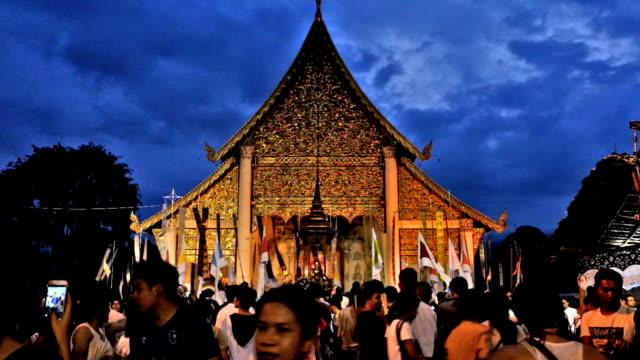 vídeos de stock, filmes e b-roll de inthakhin tradicionais ofertas de flores. - província de chiang mai