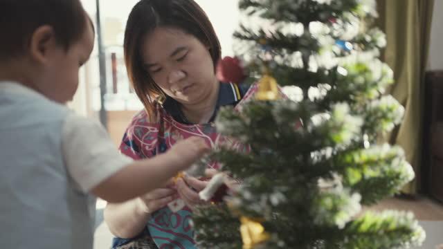 親密なクリスマス - 甥点の映像素材/bロール