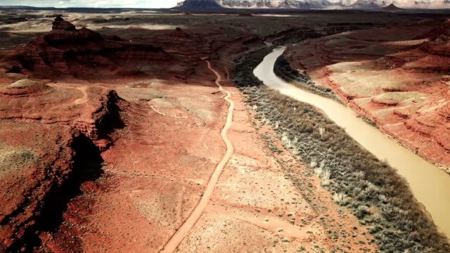 into the wild in the monument valley canyon - nevada video stock e b–roll