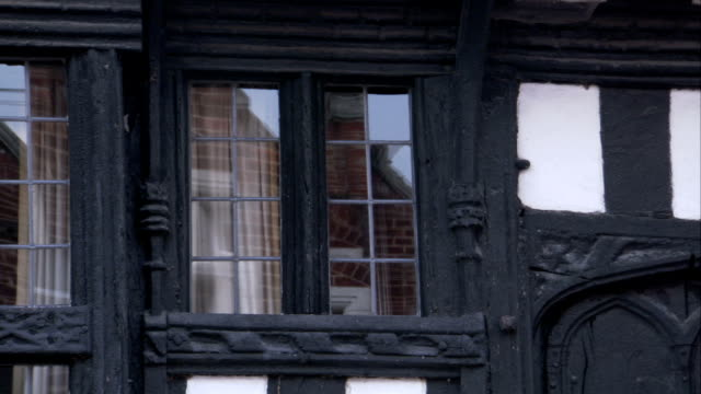 intricate molding trims a medieval house in lavenham, england. available in hd. - lavenham stock-videos und b-roll-filmmaterial