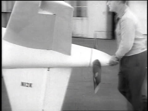 vídeos de stock e filmes b-roll de introduction to the single engine lightweight sierra pusher test plane on runway with pilot in cockpit and men starting the propeller / englewood,... - lightweight