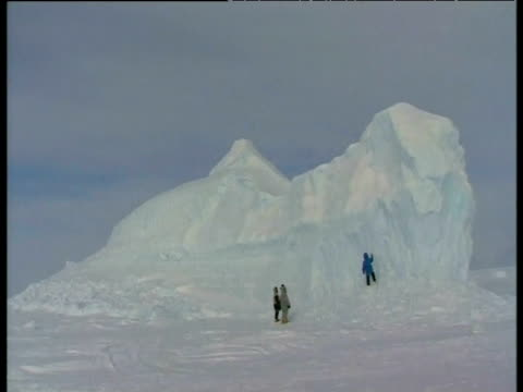 inuit hunters chipping ice from iceberg arctic - inuit stock videos & royalty-free footage