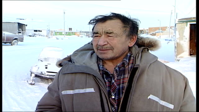 inuit town; interview with david wingut about climate change through translator sot - inuit bildbanksvideor och videomaterial från bakom kulisserna