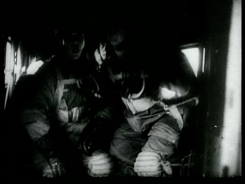 vidéos et rushes de invasion of german paratroopers in the netherlands, devastating bombing of rotterdam in may 1940 with burning buildings / rotterdam, zuid-holland,... - 1940