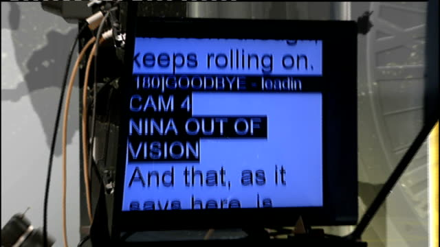 vídeos y material grabado en eventos de stock de inventor of teleprompter herbert schafly dies close shot of autocue machine rolling in news at ten studio during transmission - teleprompter