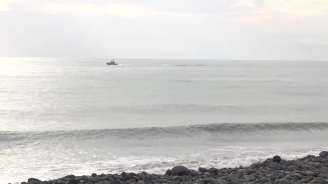 vídeos de stock, filmes e b-roll de investigators probing missing flight mh370 collected more metallic debris on an indian ocean island sunday as malaysia urged authorities in the... - ilhas mascarene